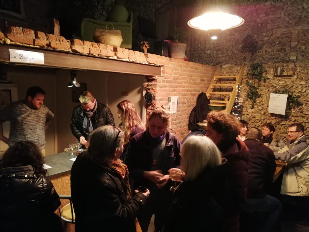 En même temps que le P'tit marché, le Café de La Baligande offre u instant privilégié d'échanges et de partages